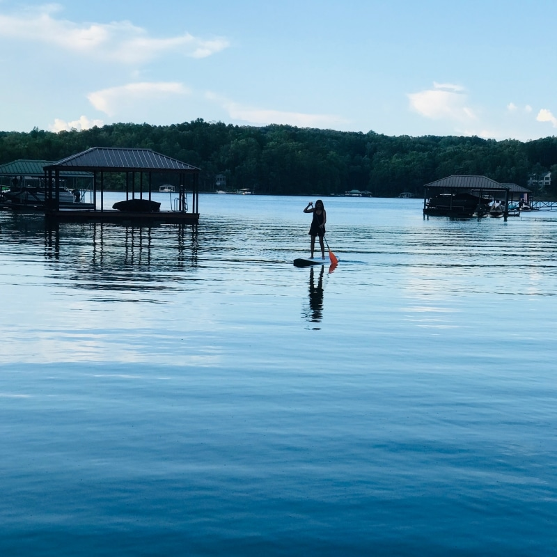laura-hout-paddleboarding